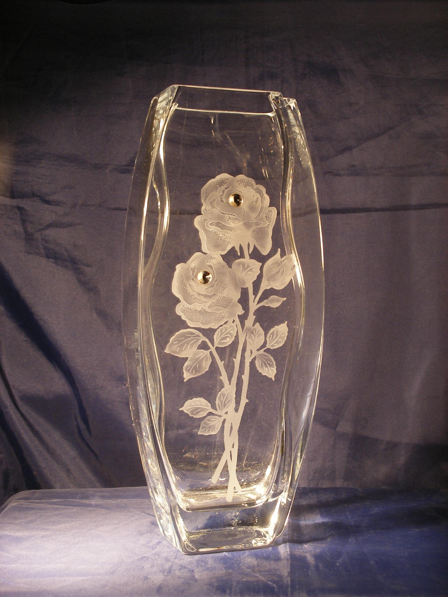 Vase escalier deux roses